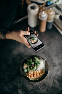 photographing food with phone